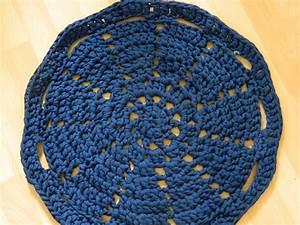 Tapis En Crochet : deuxi me crochet le tapis en zpagetti de la nuit d insomnie laracrafts ~ Teatrodelosmanantiales.com Idées de Décoration