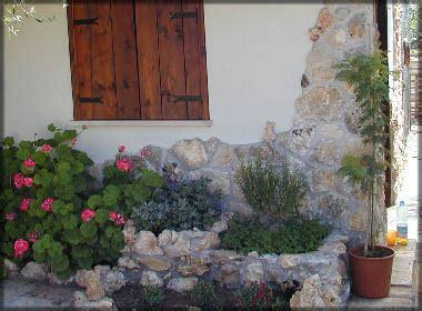 pietre per giardino roccioso pietre per giardino roccioso fai da te la pietra taurina