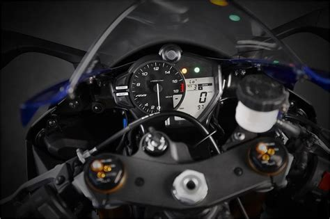 yamaha yzf  supersport motorcycle photo picture