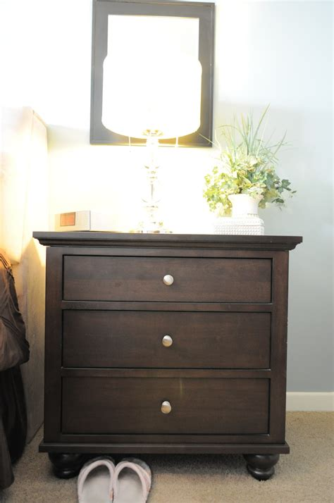 organize  bedroom  nightstands organizing