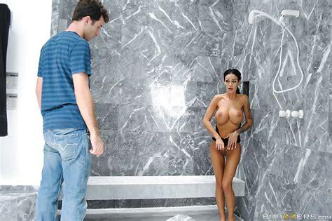 ANGELINA VALENTINE Nude AZNude
