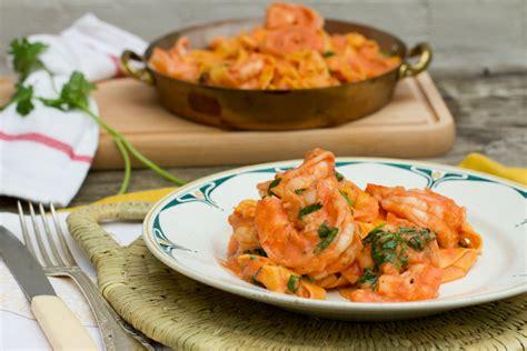 tagliatelle met scampi en tomatenroomsaus vtm koken