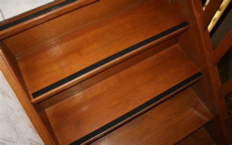 comment vernir un escalier escalier en bois glissant comment le rendre moins dangereux conseils et astuces bricolage