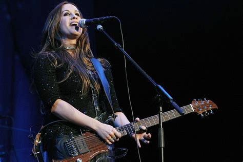 Here's how to get tickets for Alanis Morissette's upcoming ...