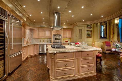 Las Vegas Versailles Penthouse Auction!
