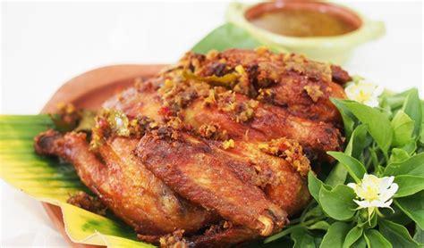 Jika termasuk salah satunya, anda bisa mencoba menyajikan ayam betutu. Resep Ayam Betutu Khas Bali dan Cara Pengolahannya yang Unik
