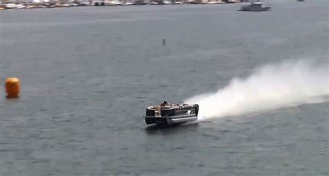 World S Fastest Pontoon by Behold The Fastest Pontoon Boat In The World