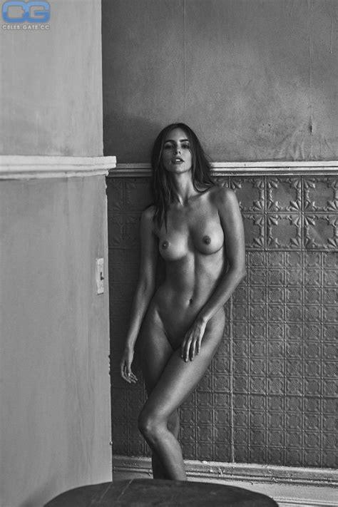 Amanda Peet  nackt