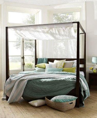 chambre avec lit baldaquin déco chambre blanche avec lit à baldaquin