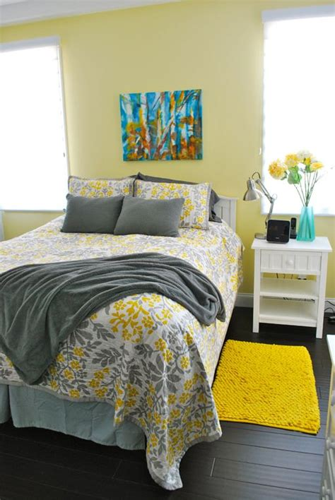 Gray And Yellow Bedroom Ideas by Best 25 Gray Yellow Bedrooms Ideas On Yellow