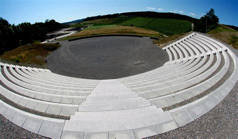 amphitheater herzlich willkommen