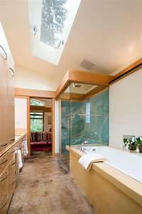 Salle De Bain Etroite : la salle de bain sous pente comment l 39 am nager de mani re agr able ~ Melissatoandfro.com Idées de Décoration