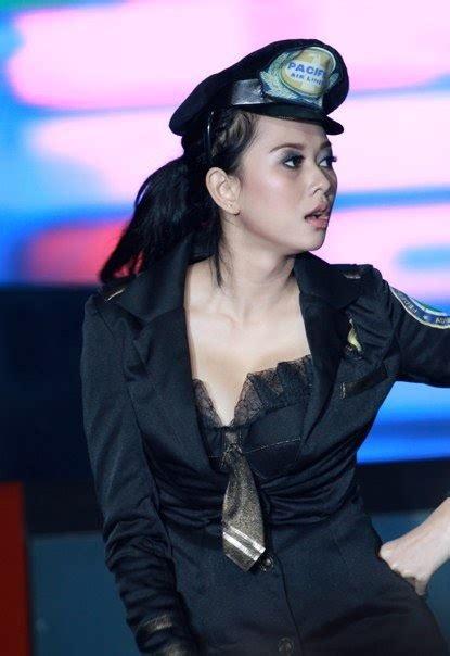 Aura Kasih Pramugari Seksi Style Performance On Stage