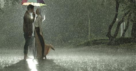 inspirasi foto prewedding  musim hujan wedang kopi