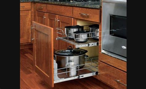rangements cuisine panier coulissant en fil chromé pour armoires de