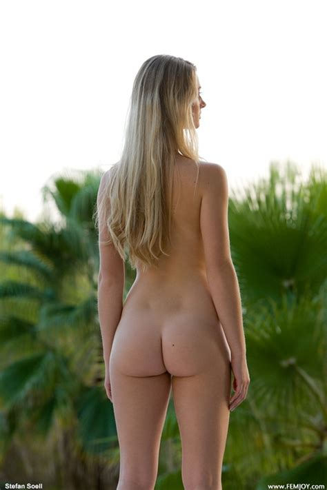 Women Showing Nude Asses Standing