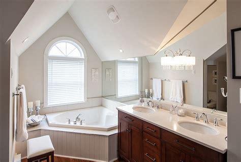 corner bathtubs perfect  small  spacious bathrooms