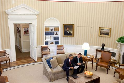 whitehouse bureau de change file barack obama and jan favreau in the oval office