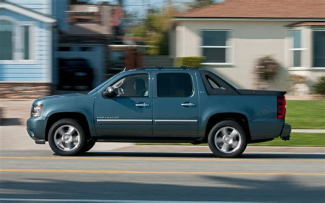 2012 chevrolet avalanche information and 2012 chevrolet avalanche ltz 4wd last test motor trend