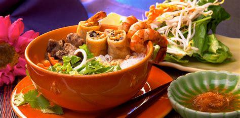 track   restaurants serve   asian food