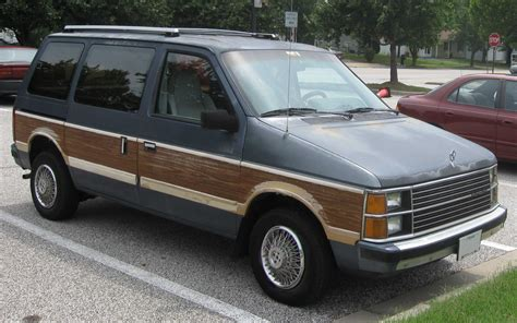 Chrysler Plymouth Voyager by Plymouth Voyager Photos Informations Articles