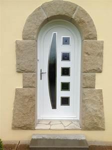 porte d39entree pvc plein cintre sur maison neo bretonne With porte d entrée plein cintre