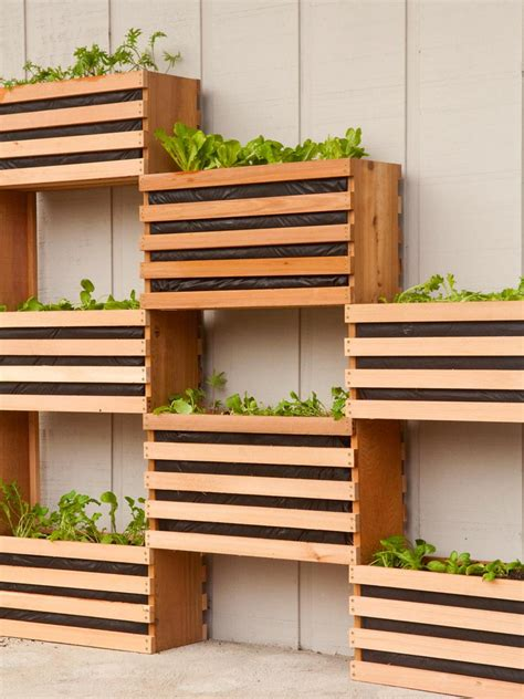 10 Vertical Planter Ideas For Summer Hgtvs Decorating