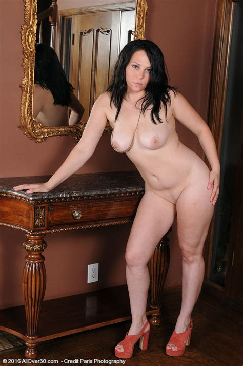 Sexy Milf Summer Avery Stripping And Posing Naked Of