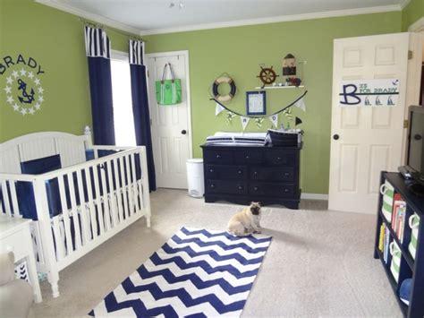 chambre bébé bleu et blanc chambre bébé moderne avec déco inspirée par la mer