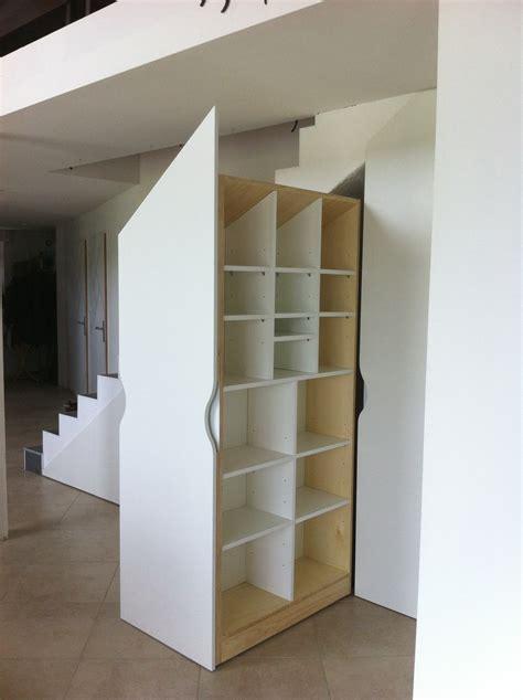 cuisine dans placard placards sur mesure sous escalier les ateliers du cèdre