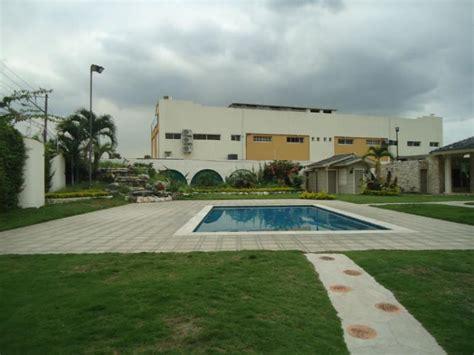 de espectacular mansion en azul guayaquil ecuador