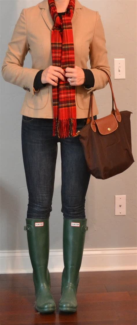 Outfit post camel blazer skinny jeans green hunter boots plaid scarf