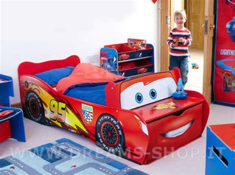 Arredare la cameretta dei bambini: il letto di Cars