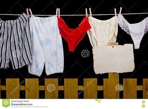 la corde a linge gerardmer culottes de femme et sous v 234 tements d homme sur la corde 224 linge photo stock image 73399613