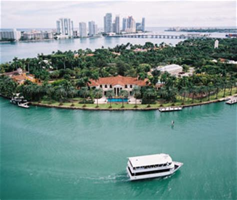 Bay Side Boat by Bayside Miami Boat Cruises