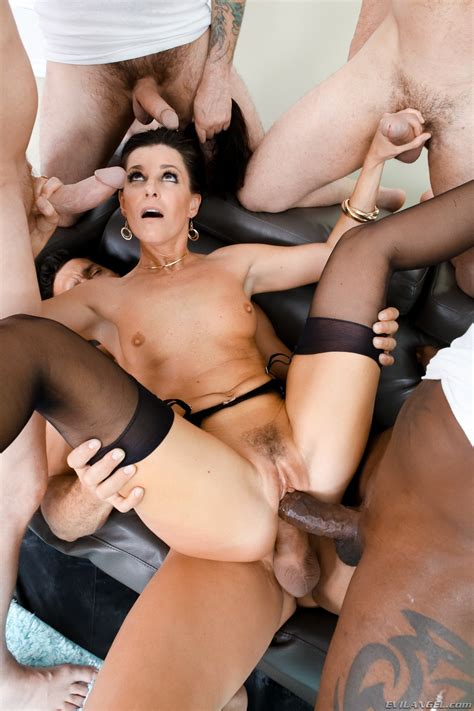India Summer In Lewood Gangbang Battle Of The Milfs 2