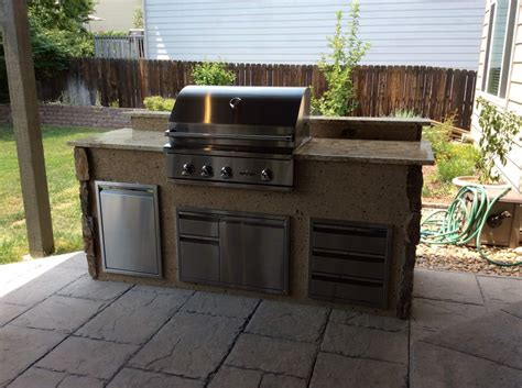 outdoor kitchen stucco outdoor kitchen with mixed stone veneer and stucco hi tech appliance