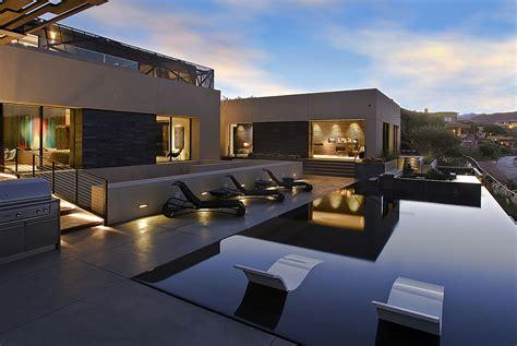scintillating desert house  las vegas brings  outdoors