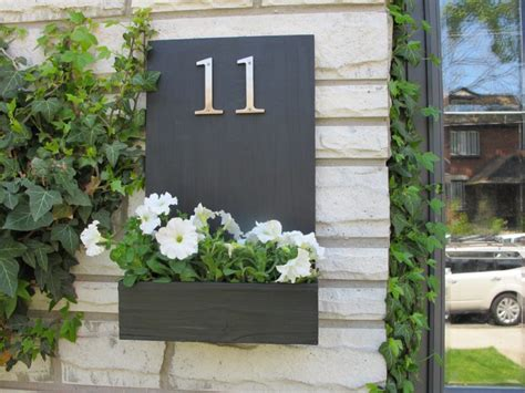 house numbers stand  toronto star