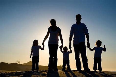 family silhouette wildsauca