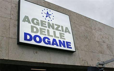 ufficio doganale agenzia doganale a con al centro i propri clienti
