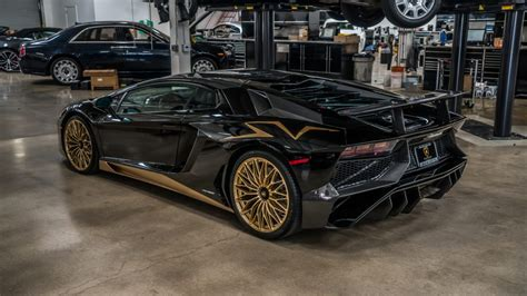 Most buyers rightly opt for coating their prancing horse in rosso corsa, so it's always refreshing to see the supercar in a different hue. Black And Gold Lamborghini Aventador S Is One Of The Last ...