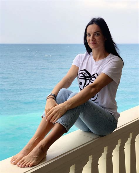 yelena isinbayeva style clothes outfits  fashion celebmafia