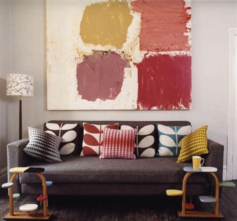 coussin sur canapé gris divagations autour d un canapé gris cocon de décoration