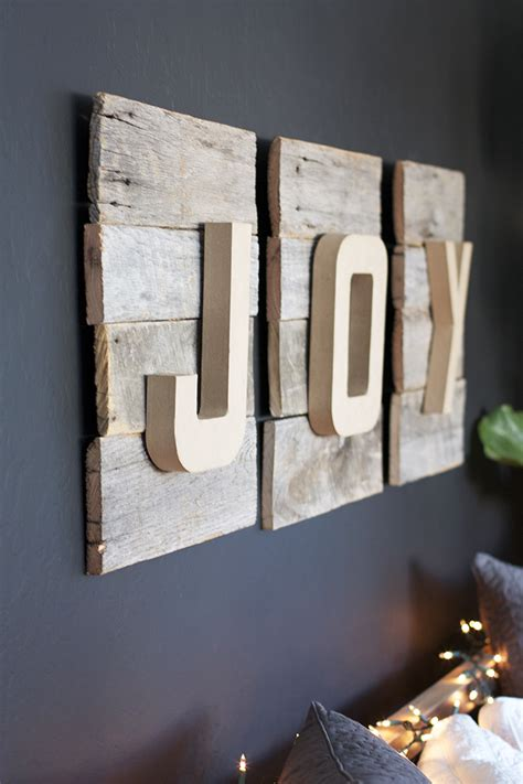 reclaimed wood diy christmas sign kristi murphy diy ideas