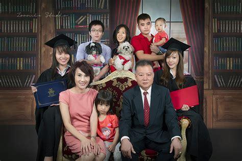 family graduation portrait zoomix studio