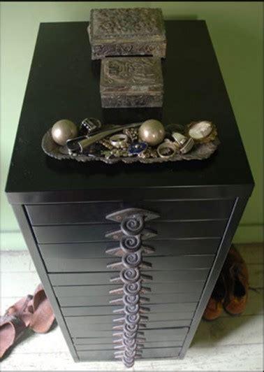 poignees fer forge sur meuble metal