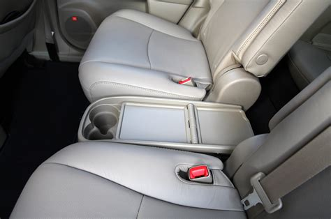 Toyota Highlander Captains Chairs by 2011 Toyota Highlander Review Photo Gallery Autoblog Canada