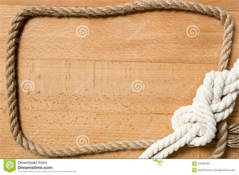 plan de bureau en bois plan rapproché de cadre fait en corde et noeud marin au