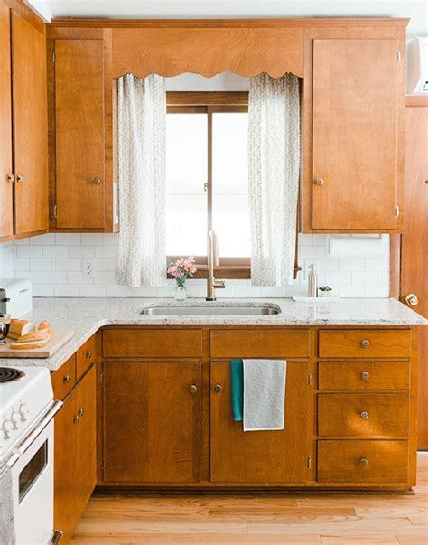 refaire sa cuisine soi m麥e refaire cuisine en bois comptoir with refaire cuisine en bois cuisine refaire plan de travail cuisine avec couleur